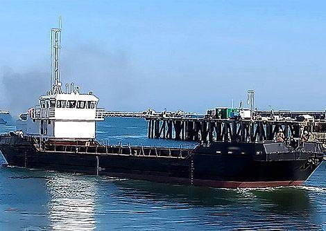 Needles self-propelled split hopper barge