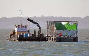 Stour workboat moving barge with Sunseeker 100Y mould to return to Poole