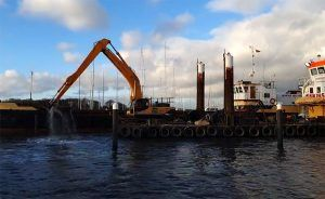 Doreen Dorward work boat with Nab split hopper barge at Hamble dredging