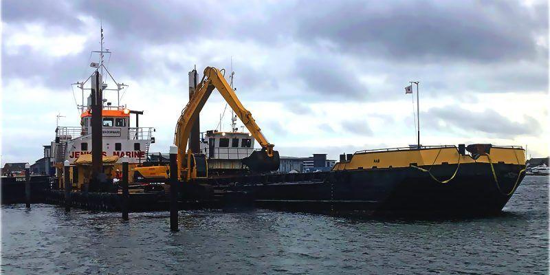 Doren-Dorward-Dredging-loading-Nab_Splithopper-Barge-Cobbs-Quay_header
