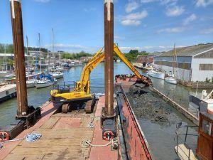 Newport dredging 2021 Doreen Dorward filling Needles split hopper barge