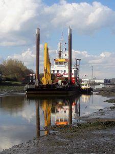 Newport in Medina river dredging 2021-Doreen Dorward at low tide