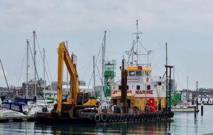 multirole vessel Doreen Dorward dredging at haslar marina